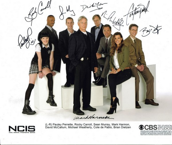 Presigned cast photo, season 8 (2010-2011)